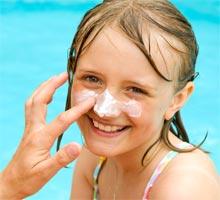 applying_sunscreen