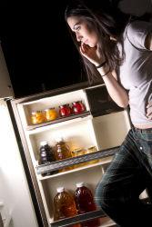 woman-latenight-snack