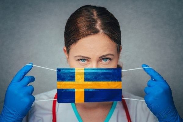 nurse-with-swedish-flag-mouth-protection
