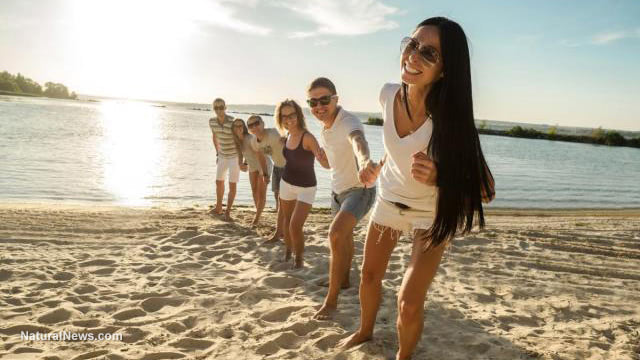 Beach-Friends-Happy