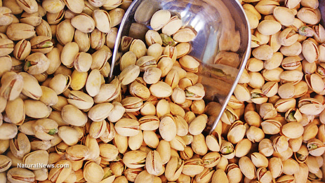 Bulk-Nuts-Scoop-Pistachios