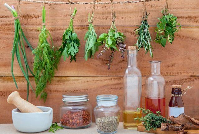 Essential-oils-herbs-650X433