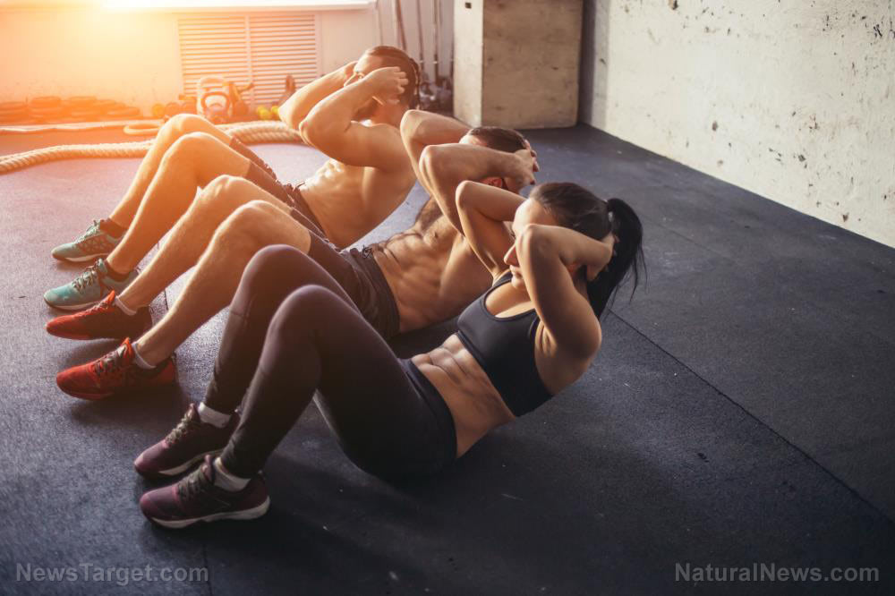 Fit-Training-Gym-Workout-Sport-Group-Friends