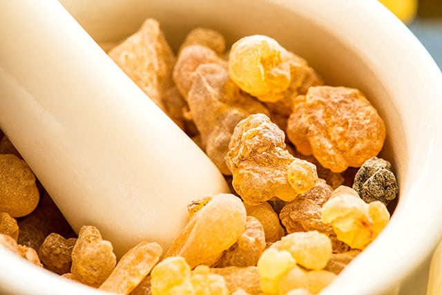 olibanum-Frankincense-incense-mortar-an-aromatic-resin-obtained-from-trees-of-the-genus-Boswellia