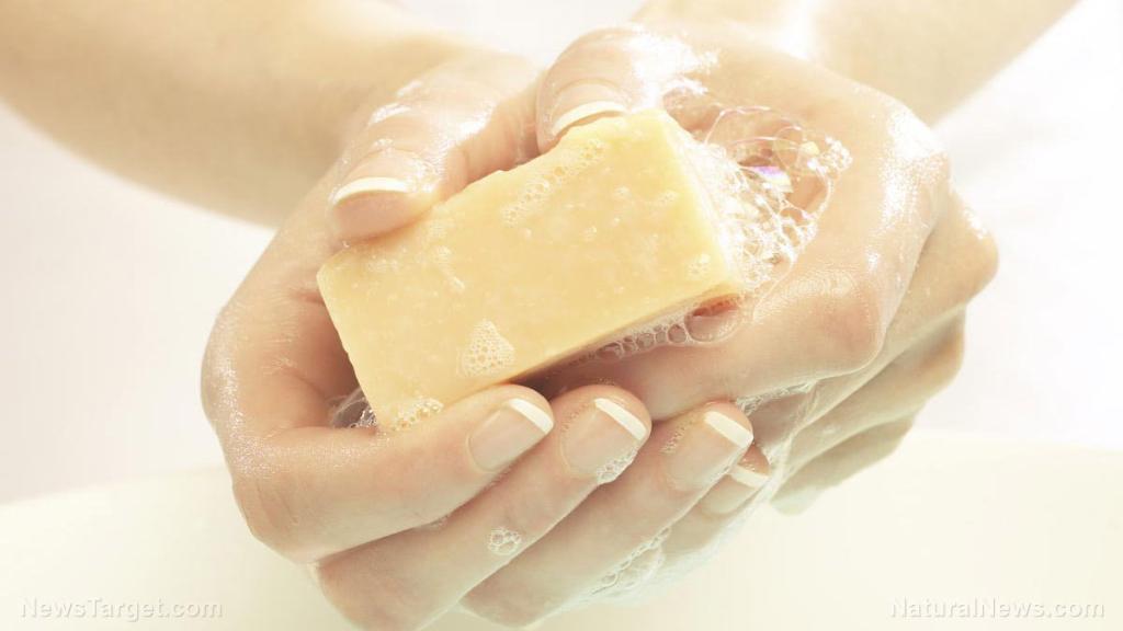 UV camera image reveals how proper handwashing slows down the spread of coronavirus