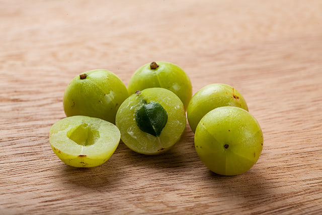 Reduce cholesterol and improve heart health with Indian gooseberry