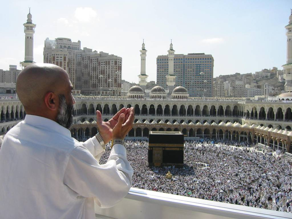 "Saudi Arabia to only accept pilgrims with ""immunity"" from coronavirus into holy city of Mecca"