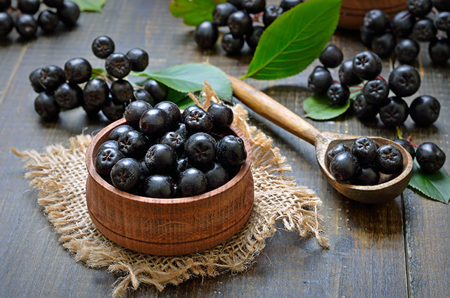 Prevent aging-related changes and oxidative stress with antioxidant walnuts and chokeberries