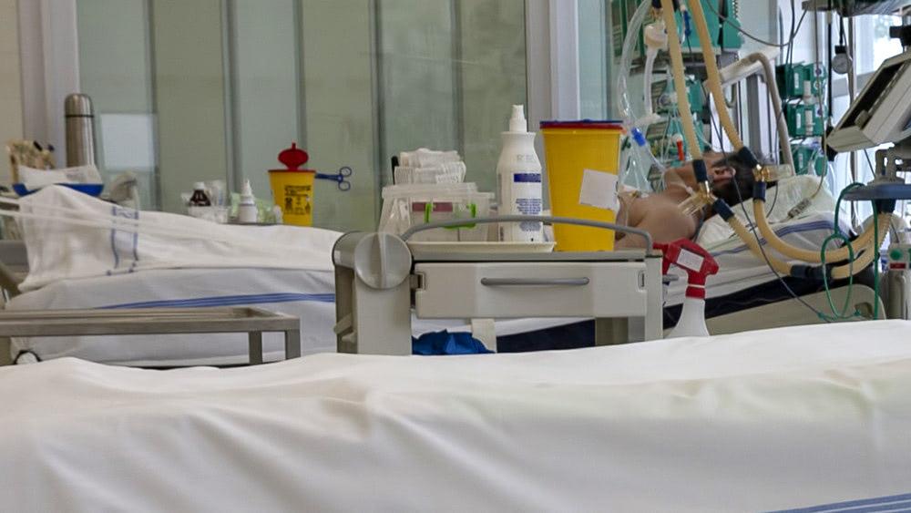 Indian coronavirus victim's relatives throw his body into river