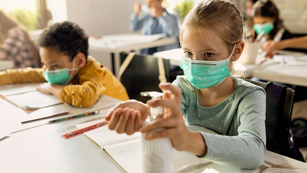 """Still think it's """"science?"""" Elementary school requires children to wear masks when chewing, swallowing at lunchtime"""