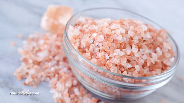 The health benefits of keeping Himalayan salt lamps in your home